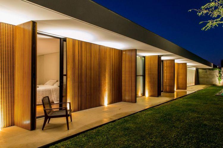 Holzlamellen innen und außen – Haus in Brasilien vereint Komfort und ...