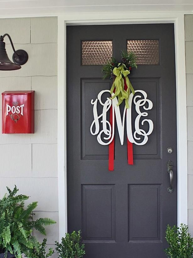 10 Christmas Door Decorations