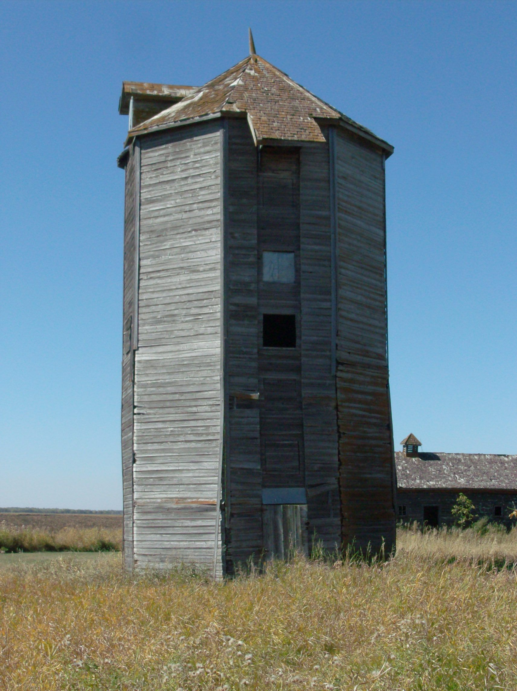 Manitoba Heritage Building – Octagonal Grain Silo | Pinterest