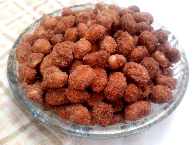 Enquanto o mêsnão acaba, aproveito para publicar mais uma receita de comidinha típica das Festas Juninas: o amendoim doce ou pralinê. Como não poderia deixar de ser, é mais uma daquelas delícias q…