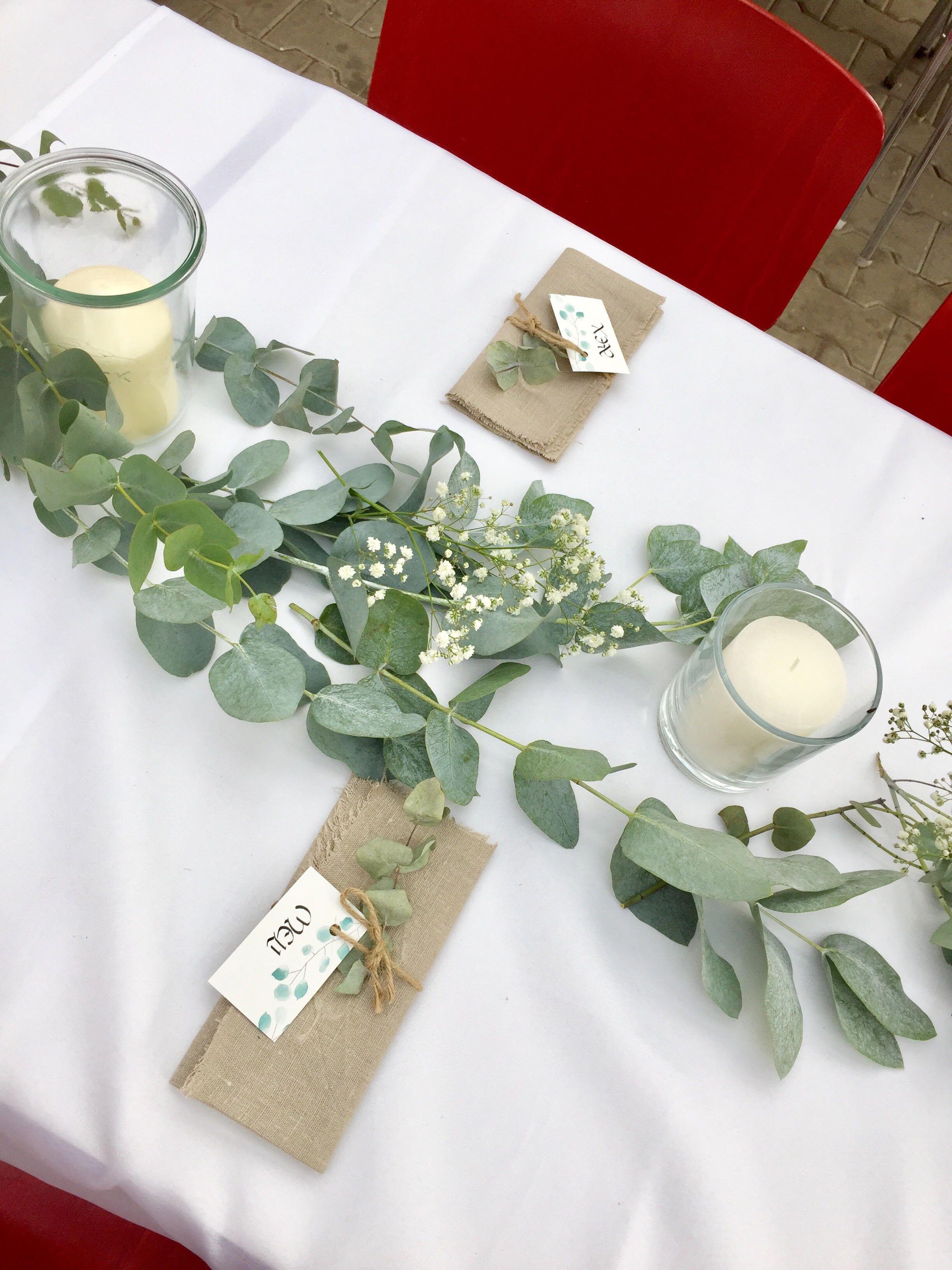 Hochzeit Tischdeko Mit Eukalyptus Gunstig Selber Machen Selber Machen Hochzeit Hochzeit Garten Tischdekoration Hochzeit Blumen