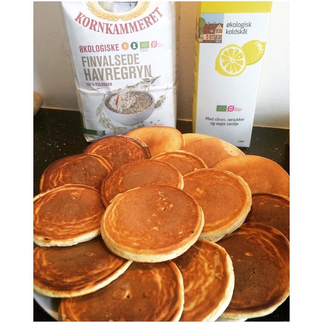 Koldskål pandekager // KOLDSKÅLSPANDEKAGER 🙆🏼🙆🏼 Til 2 personer (18 små pandekager): 50 g crispy cookie proteinpulver (eller vanilje), 70 g havregryn, 2 æg, 1 æggehvide, 80 g koldskål med citron og 4 g sødemiddel 👌🏼 #easypeasy#økomamma
