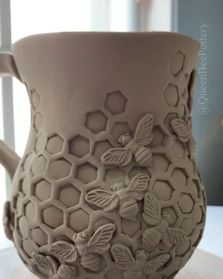 Work in progress on a honeycomb inspired bee mug made out of porcelain clay.