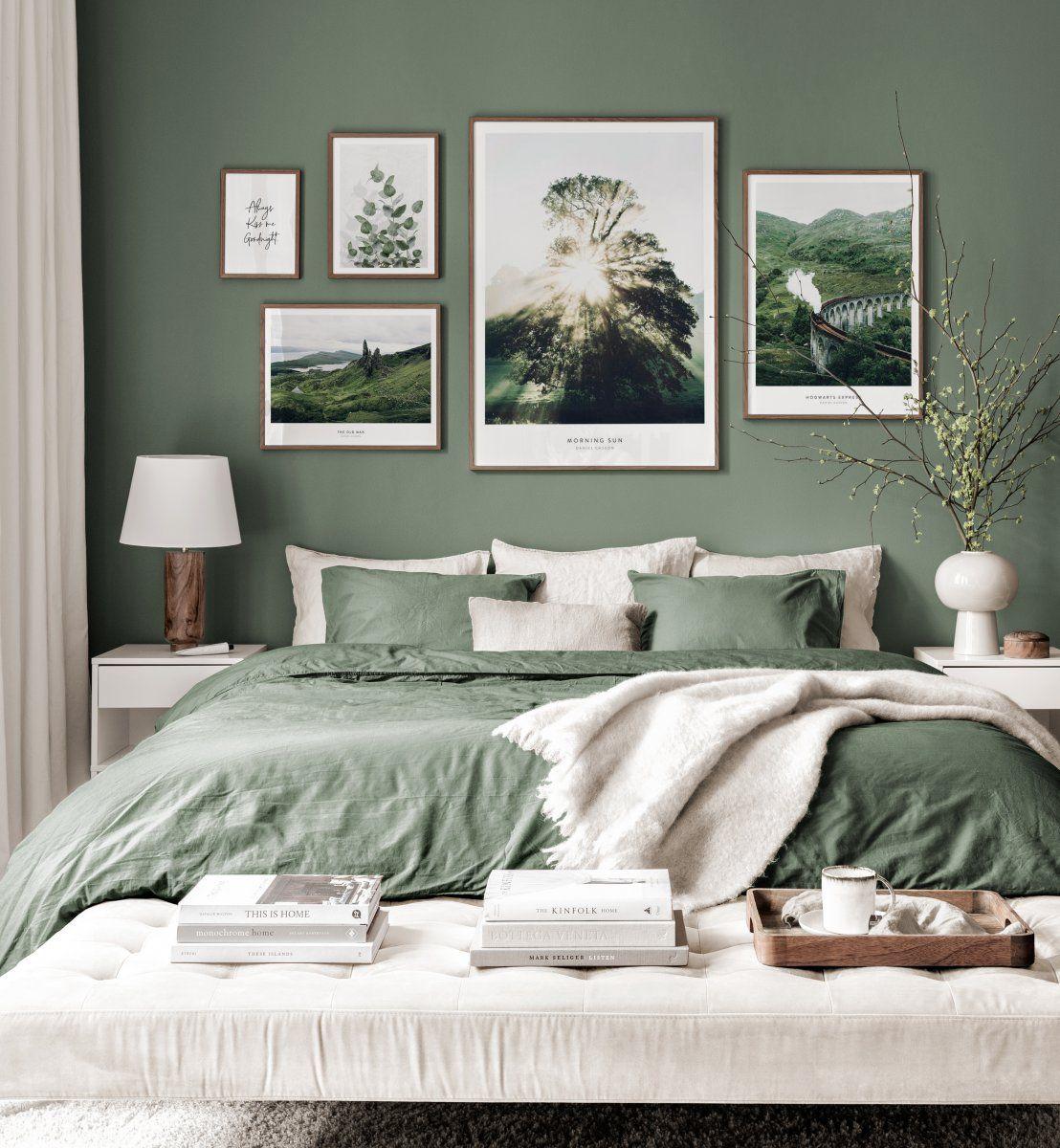 Schottische Bilderwand Naturposter grünes Interior Walnussrahmen