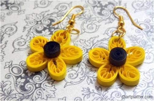 Quilled Daisy earring..............quilled using a comb!!
