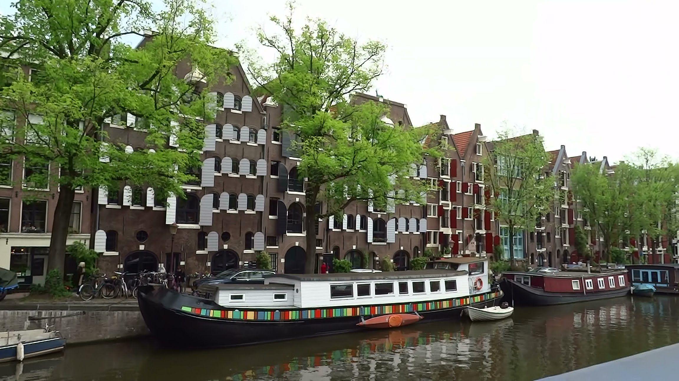 Canal Ring Amsterdam - Copyright Peter Eijking Historische pakhuizen uit de 16e…