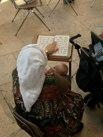 tehillim at #Kotel with baby! | G <3 D is good <3 | Judaism