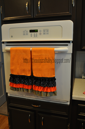 The Autocrat: Halloween Ruffled Dish Towels #dishtowels