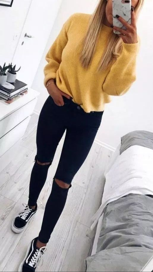 31 Trendy Casual Outfit Ideas To Upgrade Your Wardrobe - ClassyStylee #collegeoutfits