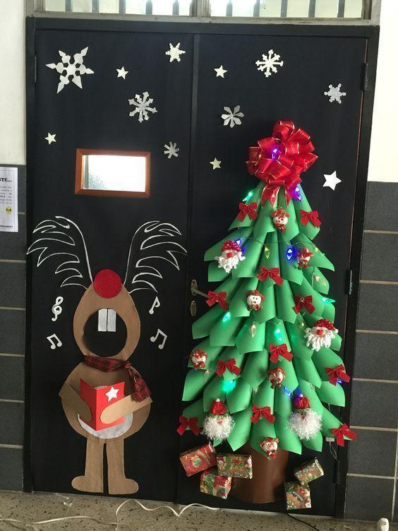 20 Elegant And Simple Christmas Classroom Decor Ideas That You Need Decoracion Navidena Reciclaje Decoracion De Puertas Navidenas Decoracion Puertas Navidad