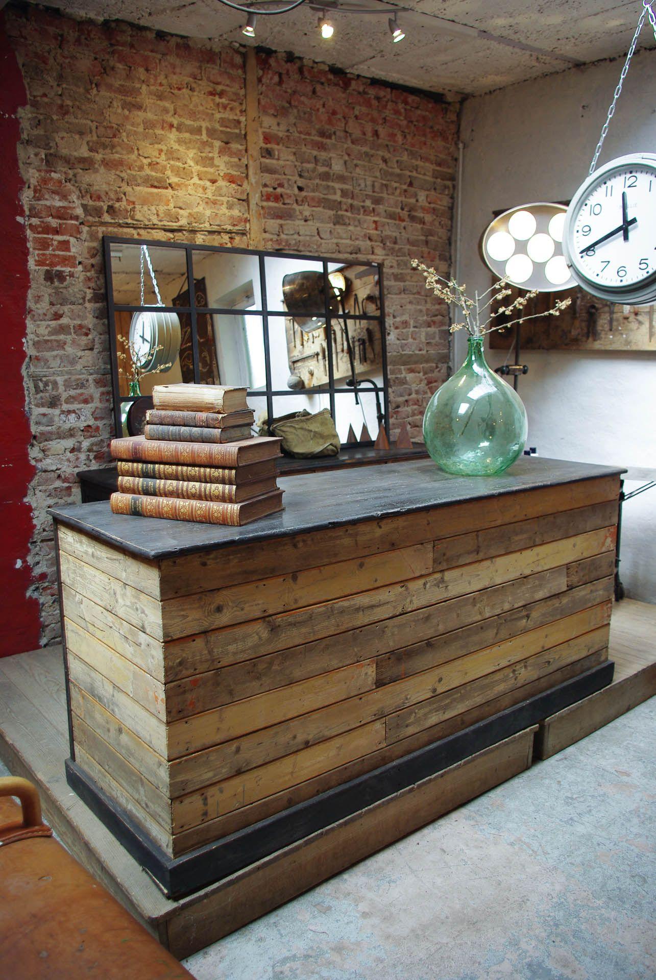 Comptoir De Commerce En Bois Par Le Marchand D Oublis Deco Salon De Coiffure Deco Salon Comptoir De Reception