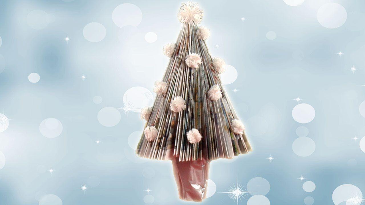 Aprende a fazer uma árvore de Natal com revistas