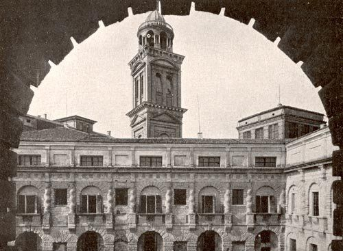 Cortile della cavallerizza nel palazzo ducale a Mantova