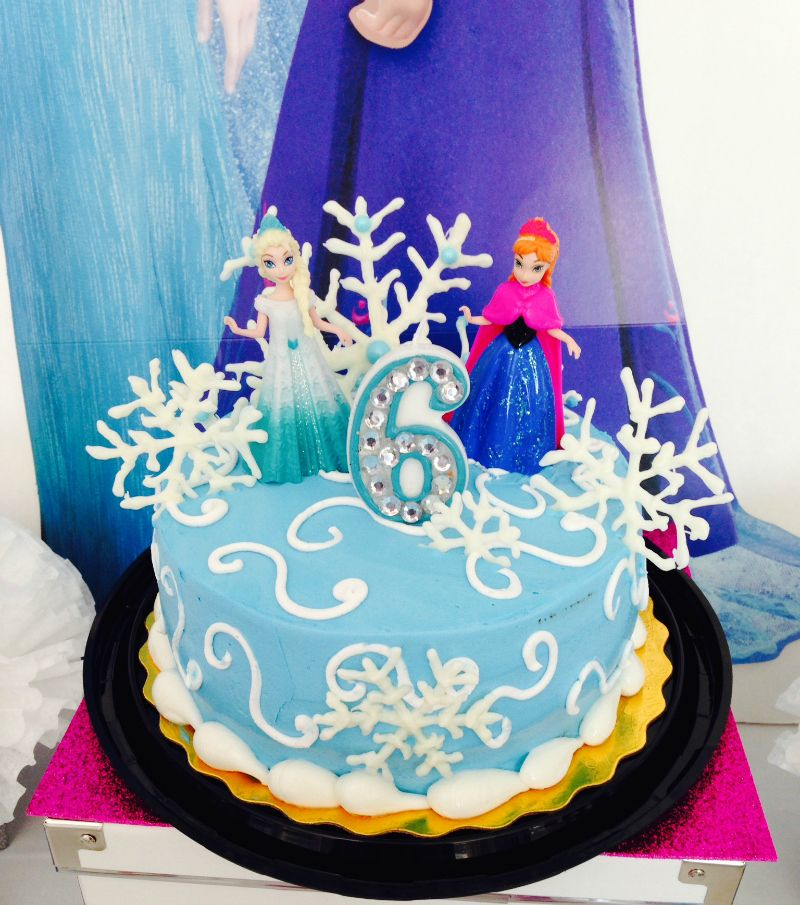 Anna and Elsa on a birthday cake Its every little girls dream