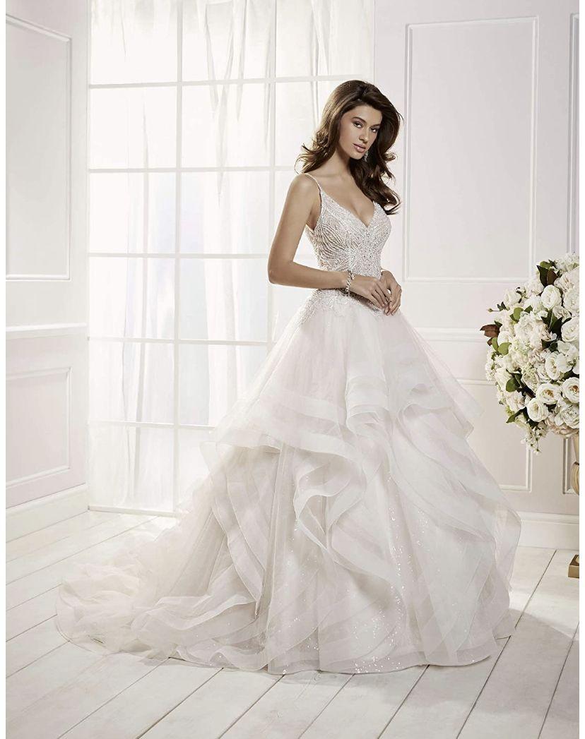Pin By Elizabeth Dear On Home Fashion Ronald Joyce Wedding Dresses Princess Wedding Dresses Wedding Dresses Lace [ 1047 x 828 Pixel ]