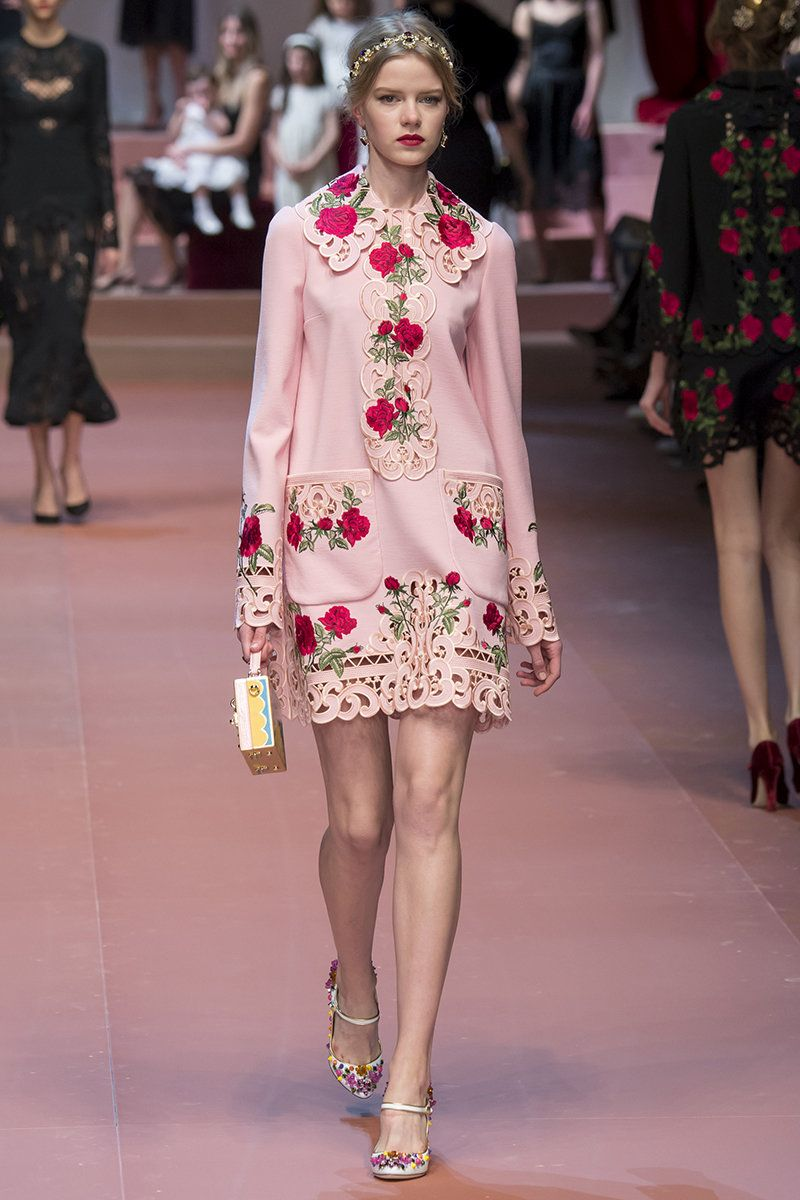 Dolce   Gabbana Fall 2015 RTW Runway – Vogue  f206f30287e