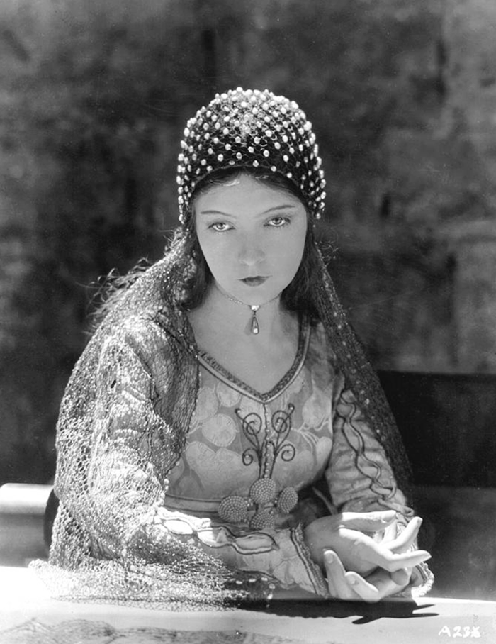 The beautiful, Lillian Gish, 1924, photographed by Nicolai Felchin in costume for Romola