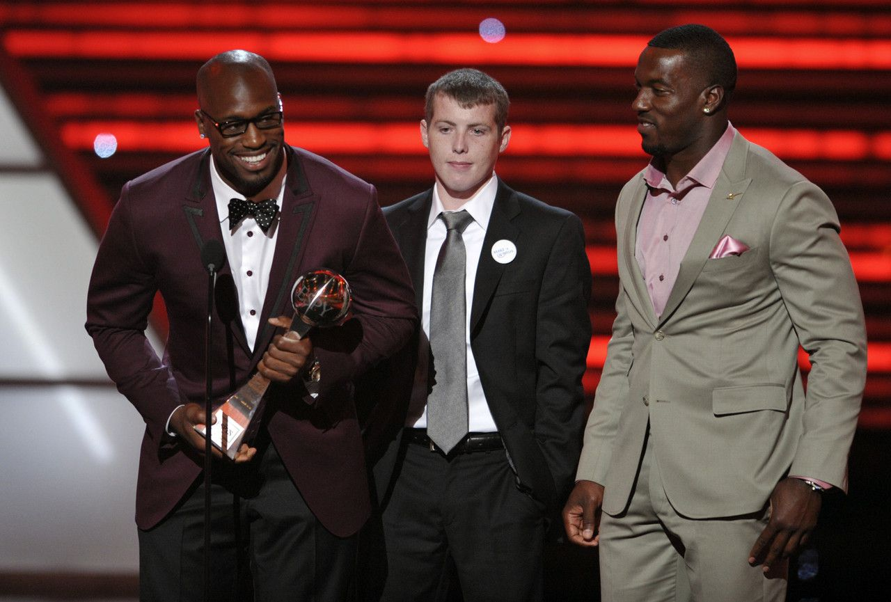 San Francisco 49ers' Vernon Davis, Jimmie Murphy and Patrick Willis accept the award for best game at the ESPY Awards on Wednesday, July 11, 2012, in Los Angeles.