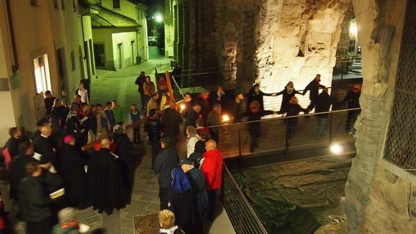 Ad Aosta è in corso la ViaCrucis nel centro storico: vi partecipano diverse centinaia di fedeli