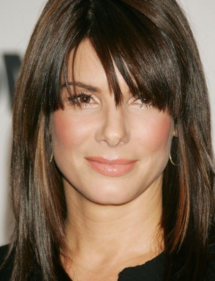coupe visage allong sandra bullock cheveux mi long. Black Bedroom Furniture Sets. Home Design Ideas