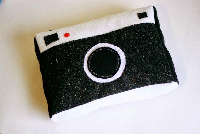 Liz Makes: Liz makes a(nother) camera pillow