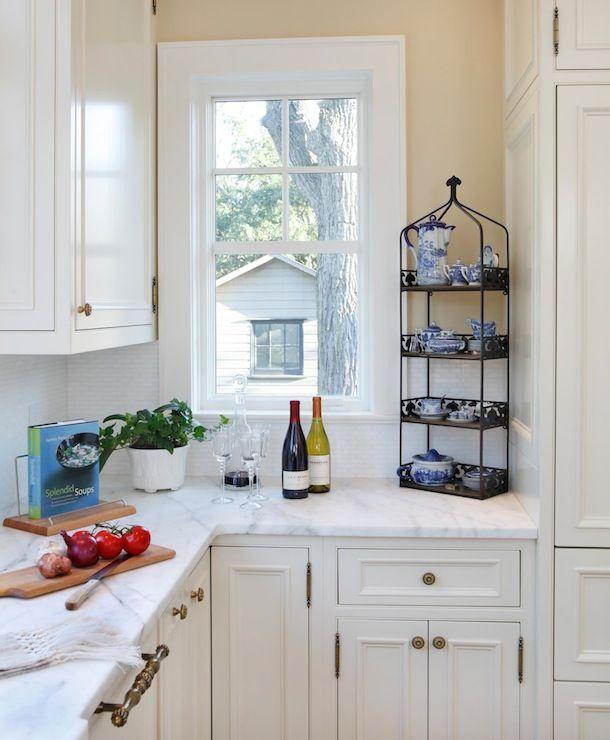 33 Modern Style Cozy Wooden Kitchen Design Ideas: White Panelled Walls Interior Decor