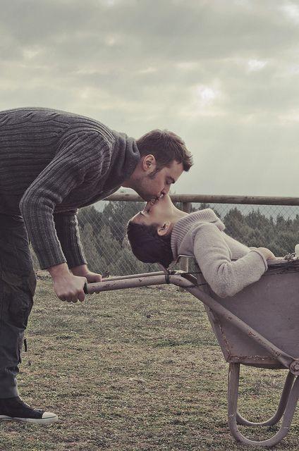 Núria Roca & Jordi Font, kiss via Flickr.