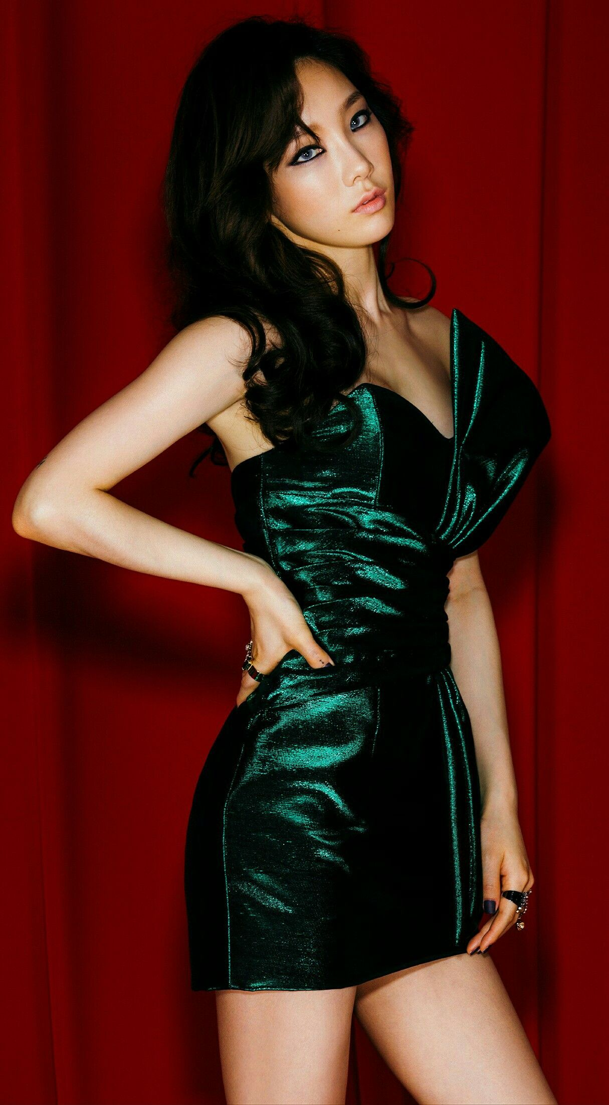 Kim Tae Yeon - SNSD Leader (Taeyeon)   Taeyeon, Girls