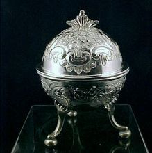 Vintage SILVERPLATE Repousse Domed & Footed Round Butter Dish Server