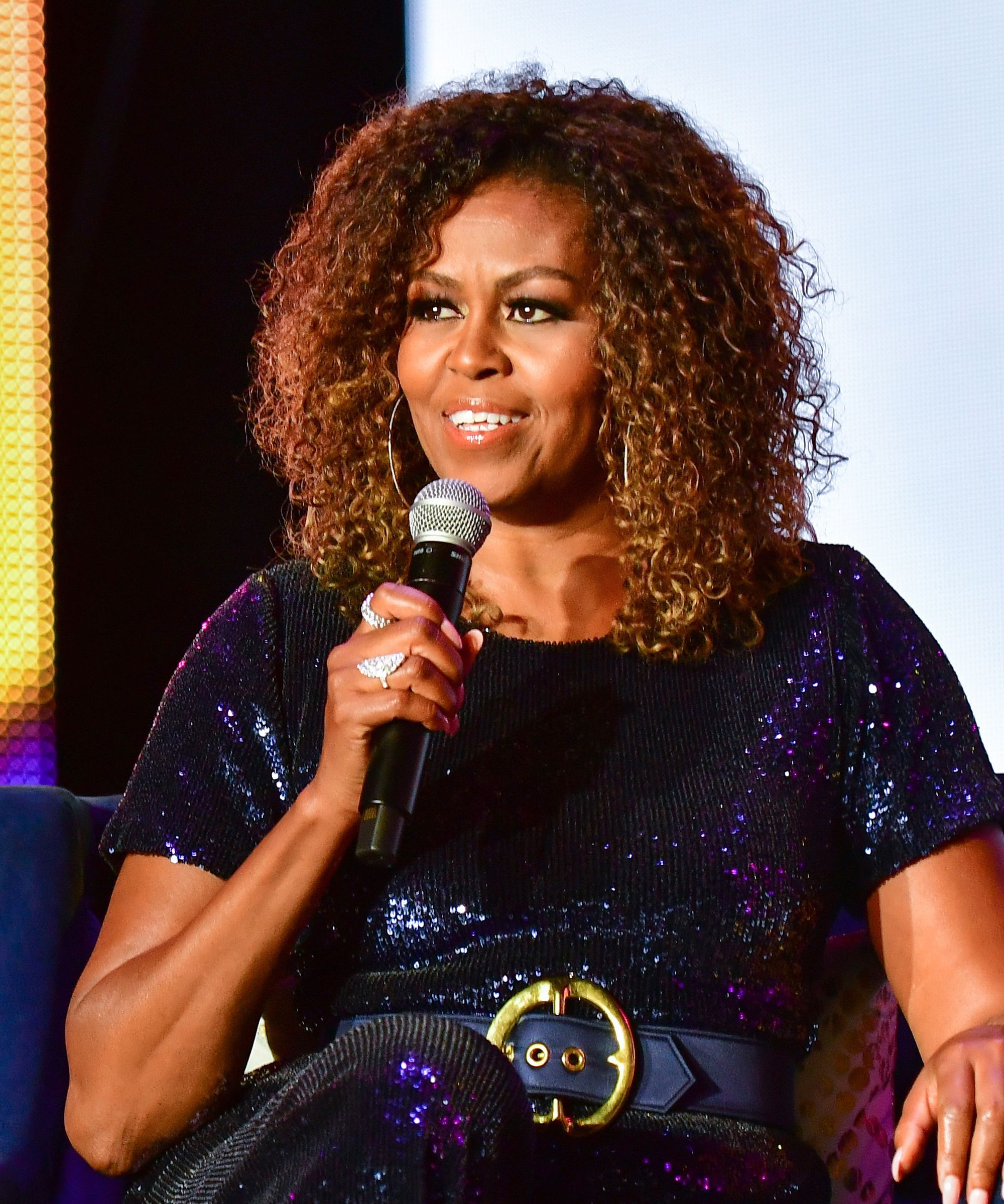 Michelle Obama Is Rocking Ombre Curls Her Fans Are Obsessed Natural Hair Styles Natural Hair Pictures Super Curly Hair