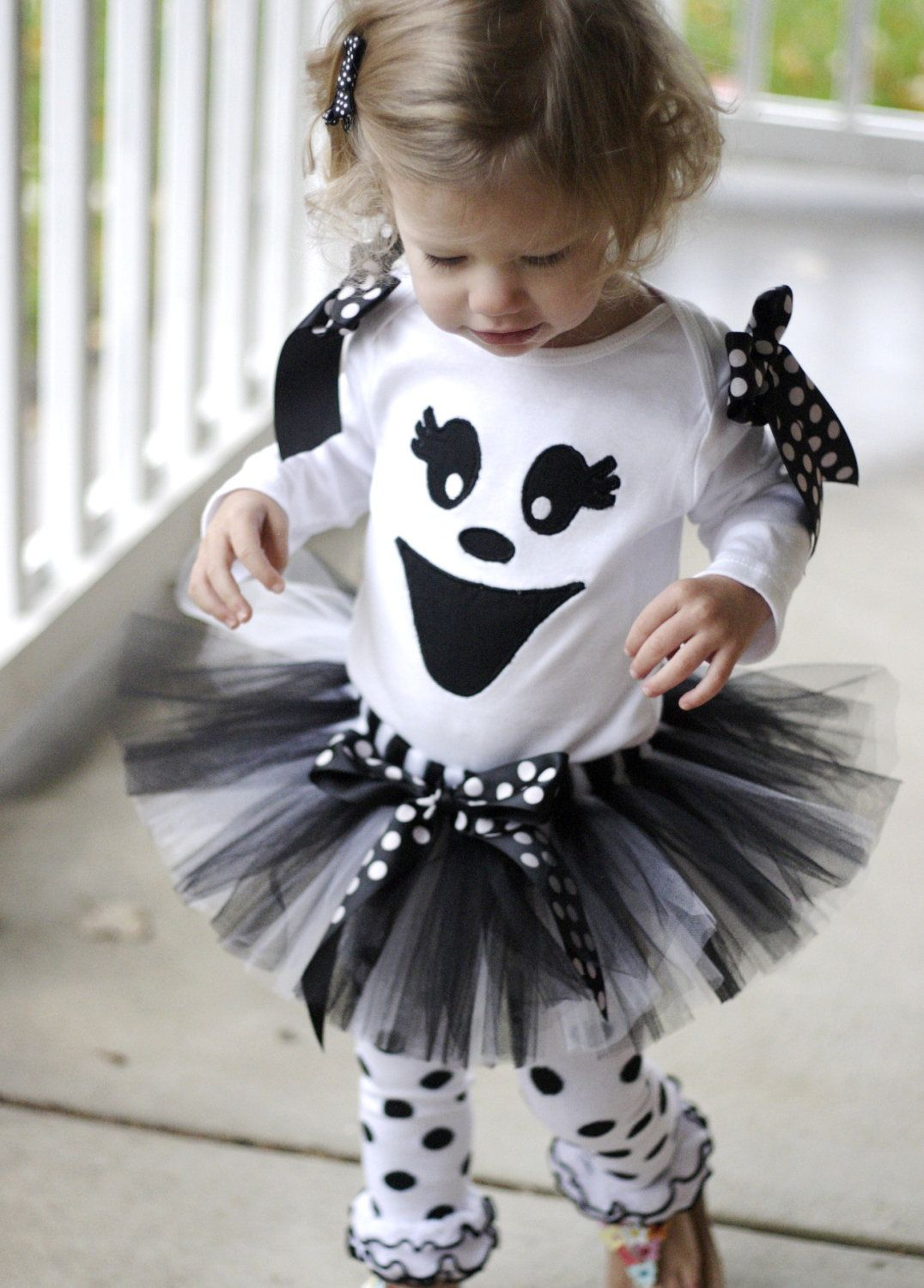 Ghost halloween tutu costume i would nix the shoulder bows but other than that adorable - Costume halloween bebe ...