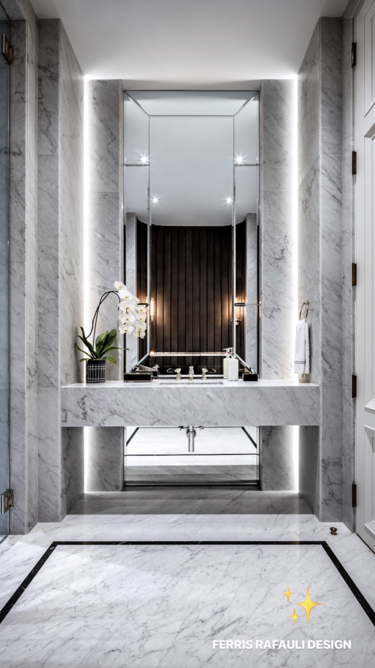 The Marble Is In Charge Right Turn Your Bathroom On An Amazing Marble Bathroom See More At Mai Minimalist Bathroom Design Luxury Powder Room Elegant Bathroom