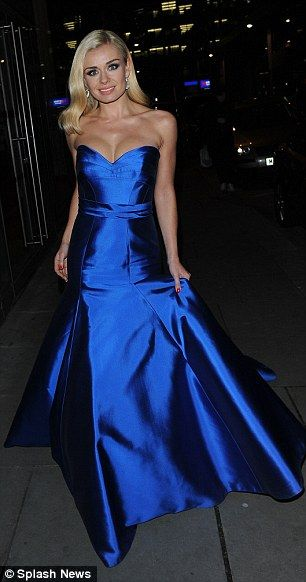 A Sweeping Statement Mezzo Soprano Katherine S Stunning Suzanne Neville Evening Gown Trails In Her