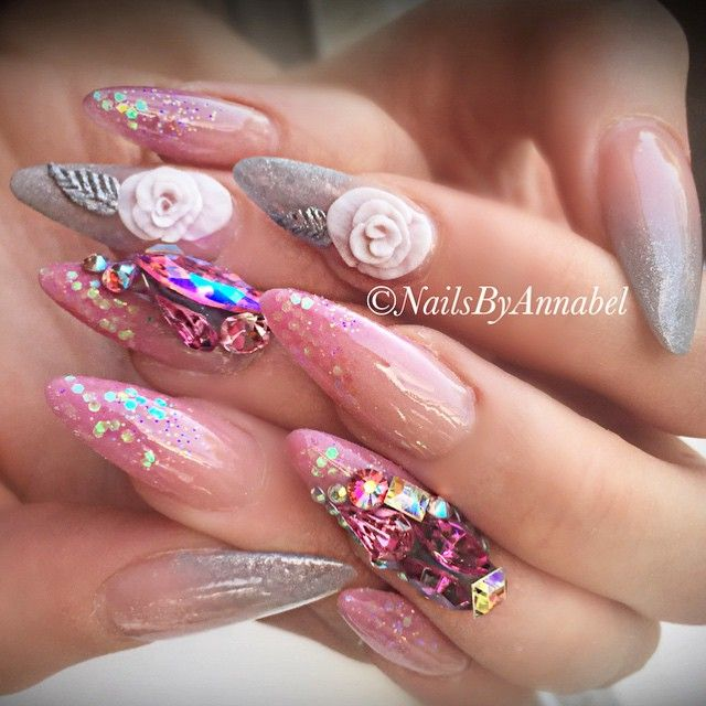 More ombré from today with handmade 3D flowers  #nails #nailart #nailporn #nailswag #nails4today #nails2inspire #nailsofinstagram #nailsoftheday #amazingmakeupart #tmblrfeature #nailsoftheday #nailsonfleek #nailsonpoint #3dflowers #swarovskicrystals #shoutoutyournails #swarovski #blingnails #vegas_nay