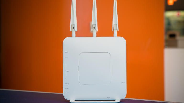 Buffalo AirStation Extreme AC1900 DD-WRT NXT Wireless Router (photos