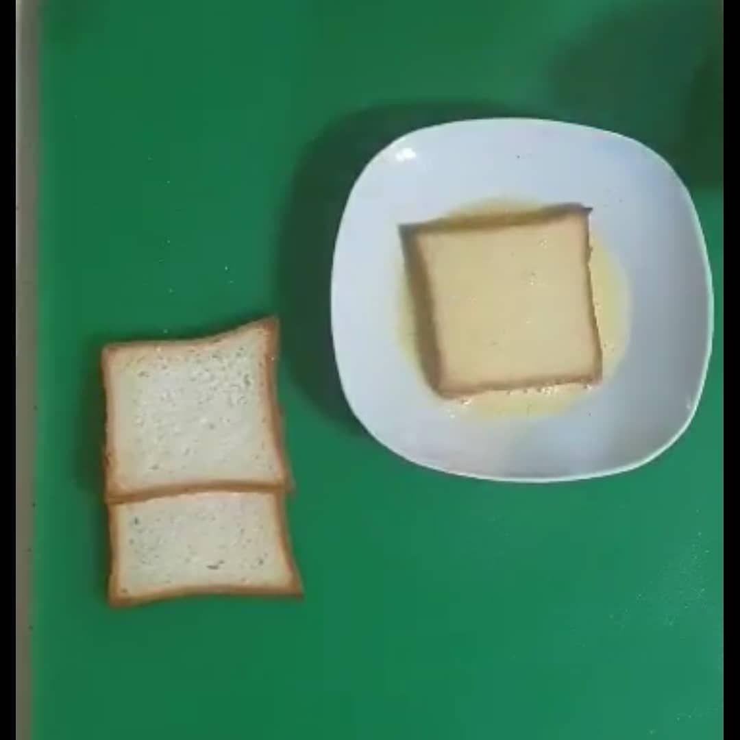 توست بلبيض سناك للسحور المقادير ١ بيضه ٣ ملعقه كبيره حليب ٤ قطع لوف توست ١ ٢ ملعقة كوب فانيلا ١ ٢ ملعقة كوب فلفل اسود رشة ملح Food Cheese Dairy
