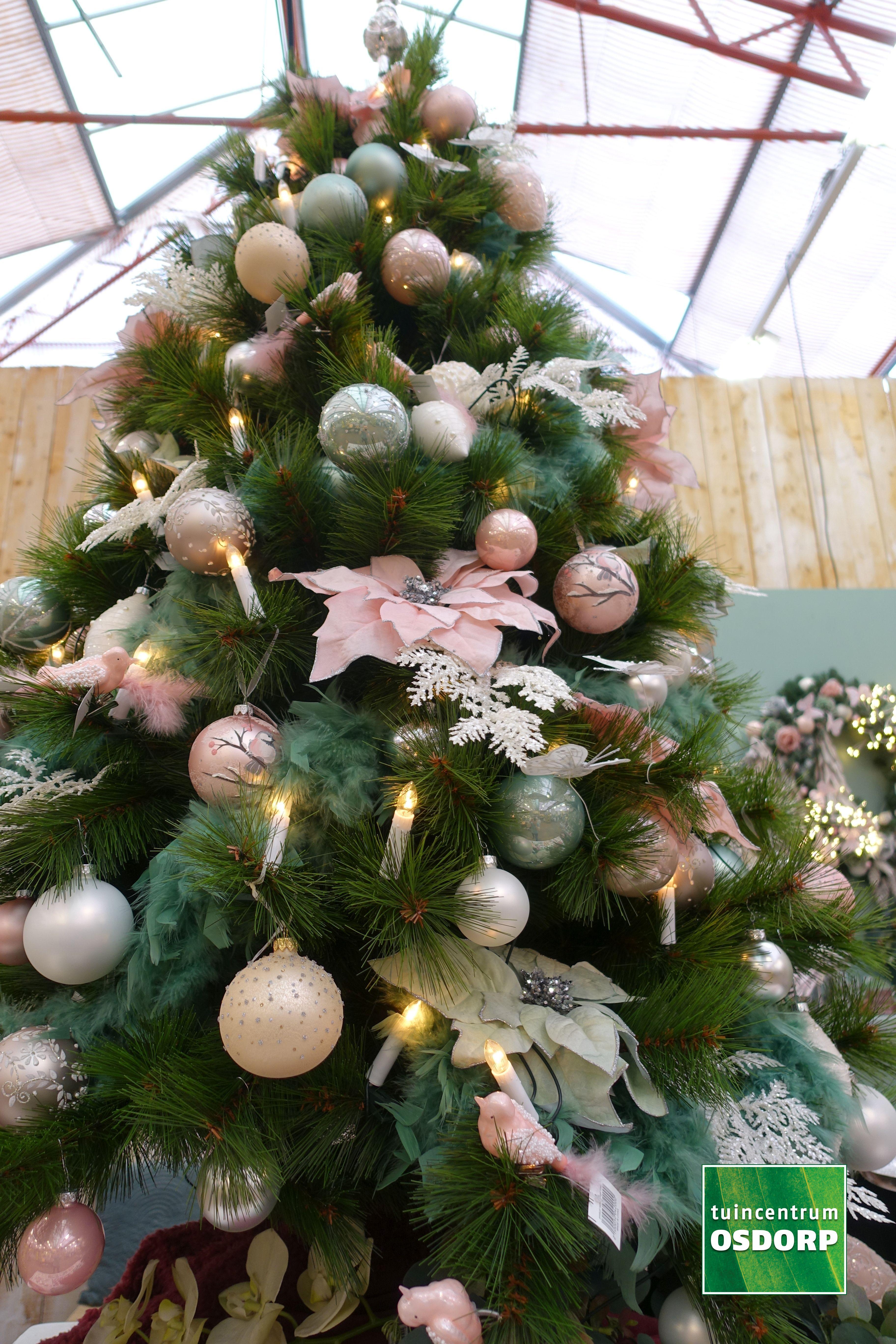 Kerst Inspiratie Bij De Kerstshow Van Tuincentrum Osdorp Kerstboom Versiering In De Kleuren Roze Parel Linnen Goud Roze Kerst Kerstboom Versieringen Kerst