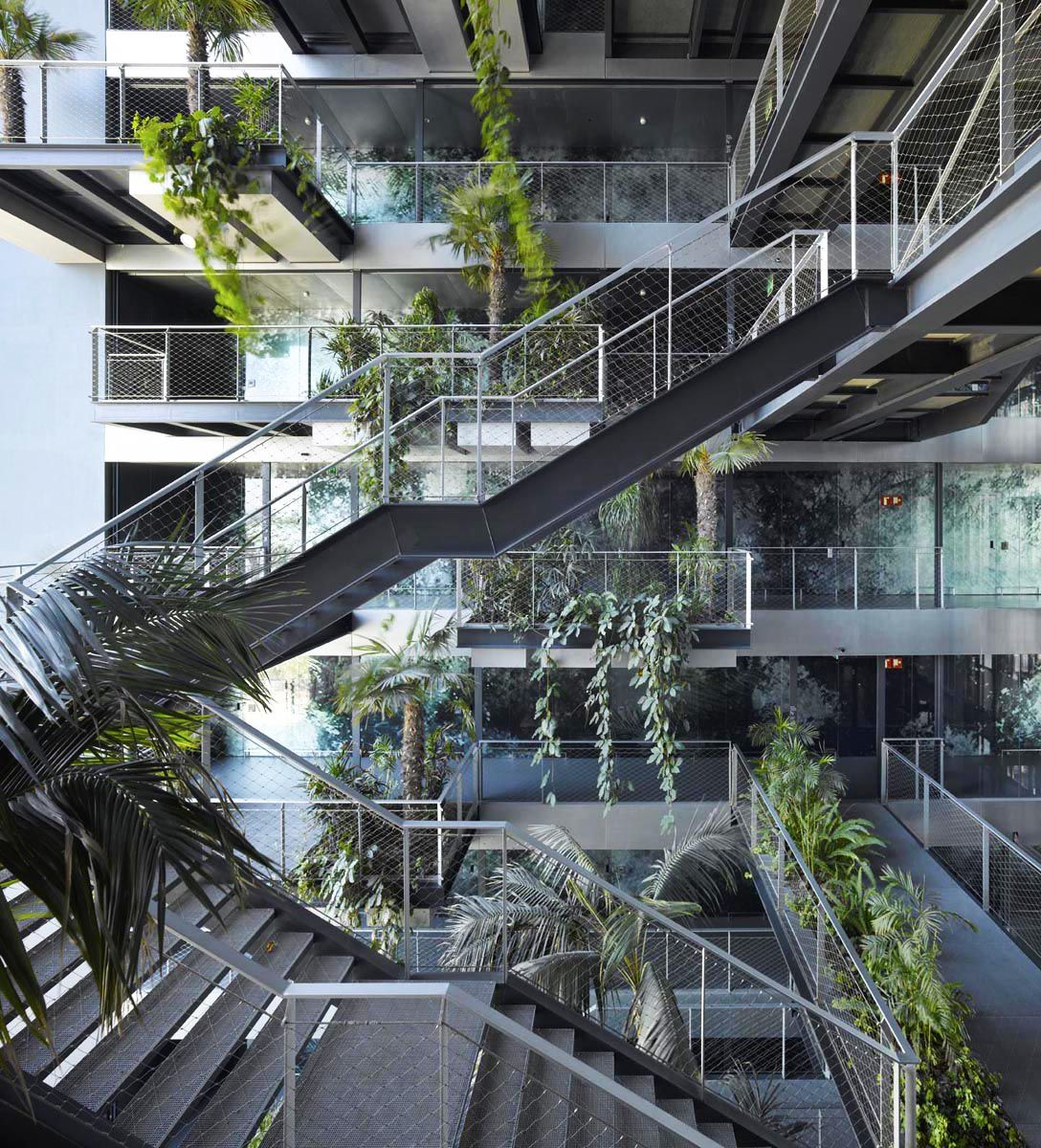Jean nouvel pinned by nave industrial for Oficinas sanitas barcelona