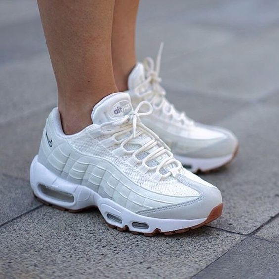 477fae52ff38 Des Baskets Femme Nike Air Max 95 blanc Baskets Marque  Nike Cat. Sneaker  Couleur nike-air-max-95-white-girlsonmyfeet-1 nike-air-max-95-white-girlsonmyfeet-  ...