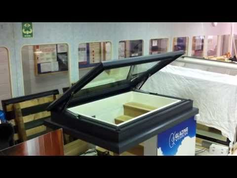 elektrisch dakluik echt glas zonder frame of gasveren in het zicht dakluik. Black Bedroom Furniture Sets. Home Design Ideas