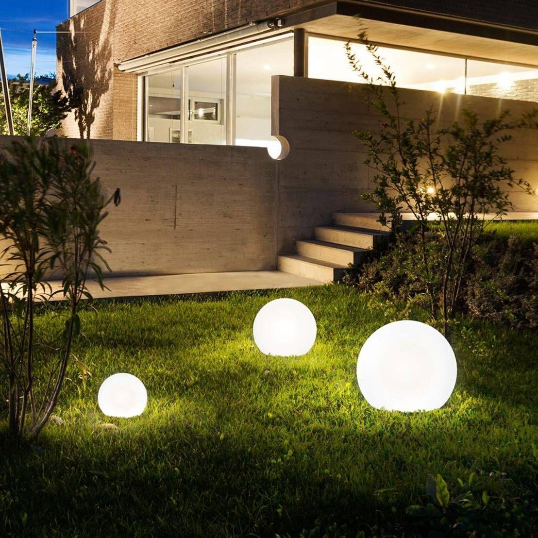 Wenn Es Um Die Beleuchtung Im Garten Geht Gibt Es Heutzutage Eine Schier Endlose Palette Der Moglichkeiten H Kugelleuchten Gartenkugeln Garten Landschaftsbau