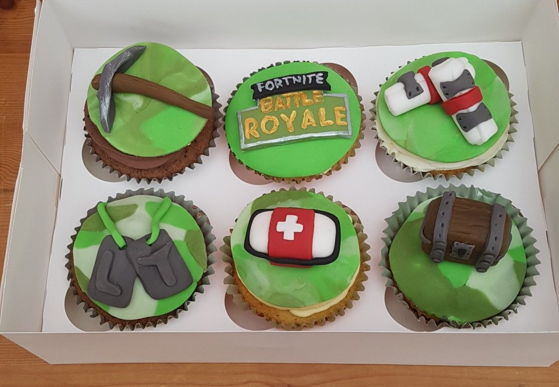 Fortnite cupcakes with cake toppers Kids birthday party food
