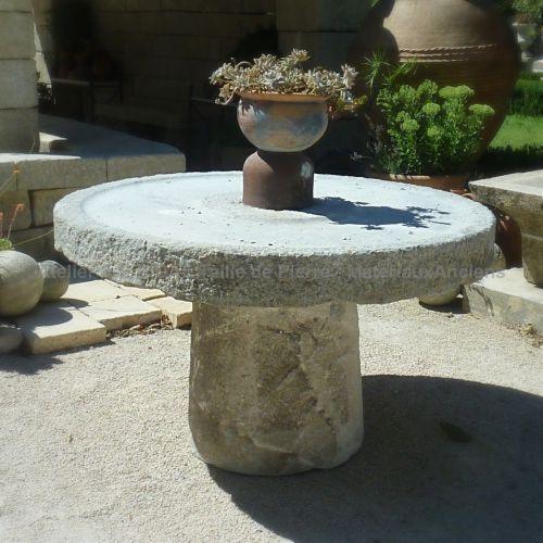 De belles compositions en pierre ancienne à trouver chez Alain Bidal - Ou Trouver De La Terre De Jardin