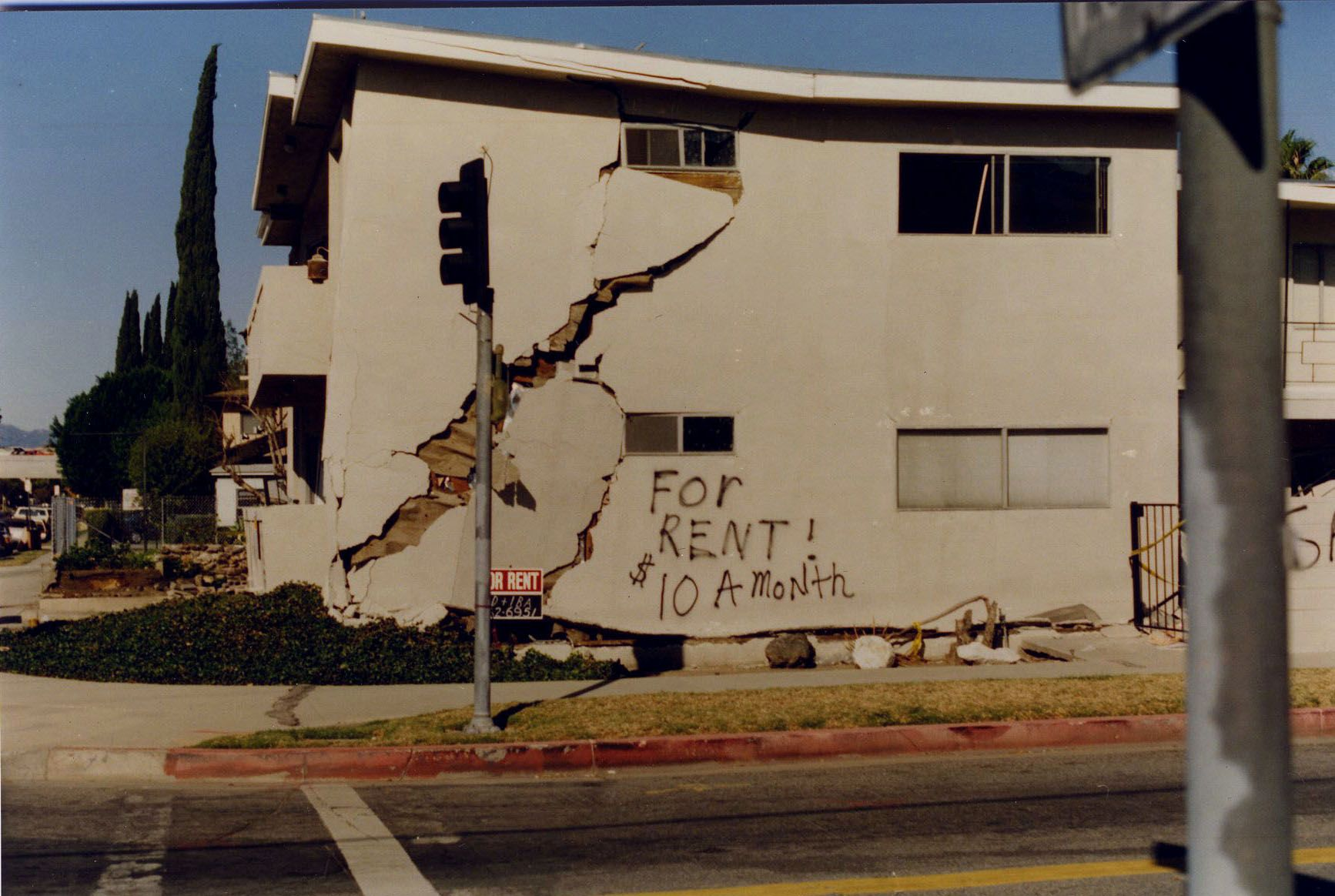 hazeltine avenue van nuys california after northridge earthquake january 17 1994