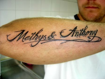 Tatouage Prenoms Mathys Et Anthony Sur L Avant Bras Tattoo