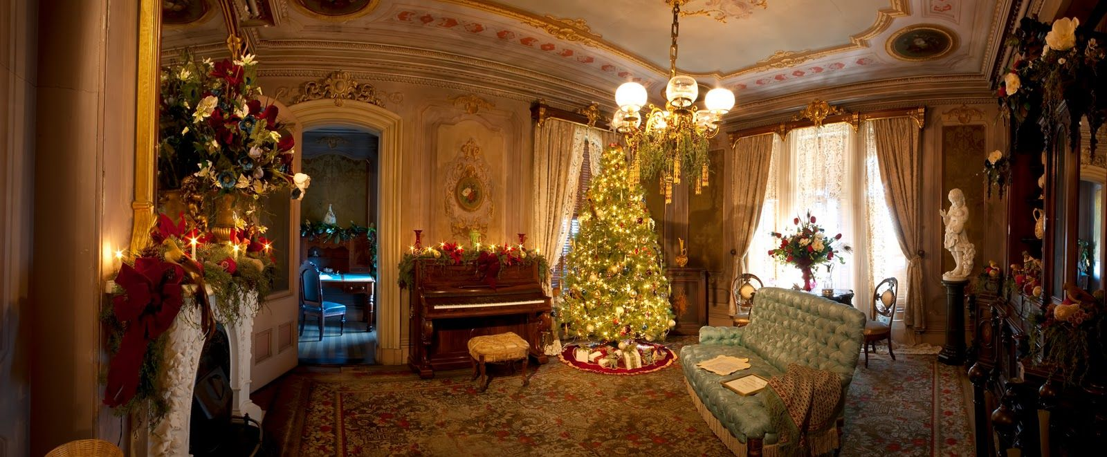 Victoria Mansion After Last Year S First Snowstorm The Grand Dining Room Decked Out For Christmas Victorian Christmas Victorian Rooms Victorian Home Decor