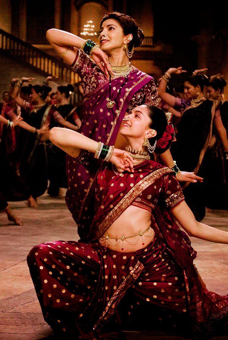 Priyanka Chopra And Deepika Padukone In Bajirao Mastani Deepika Padukone Style Indian Bollywood Actress Indian Actresses