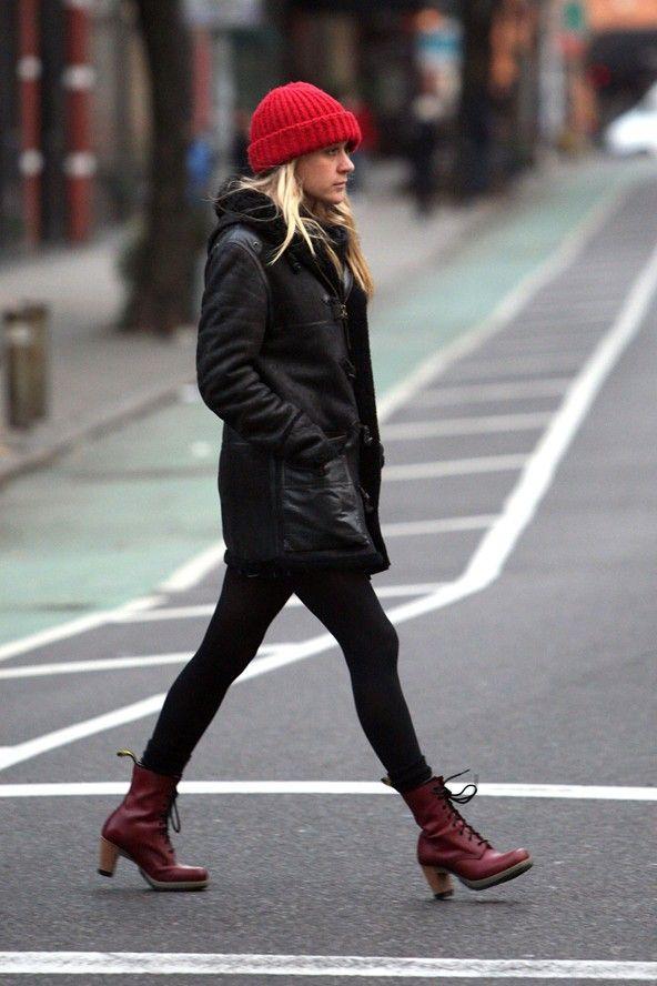 hochwertiges Design Bestbewertet echt riesiges Inventar Chloe Sevigny in Dr. Martens SADIE Heeled Boots   bucket ...