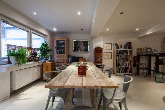 Der große Wohnbereich vereint Wohnzimmer und Arbeitsplatz und war - wohnzimmer neu einrichten