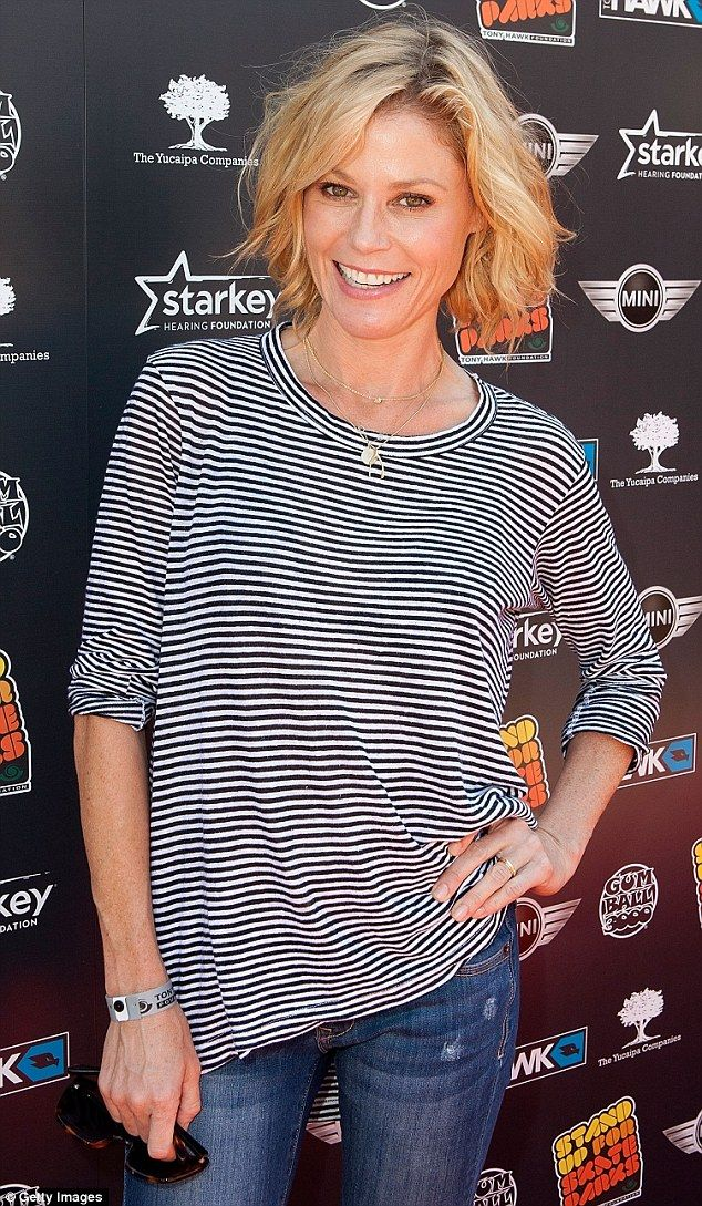 Makeup Free Julie Bowen Shows Off Her Slim Pins In Skinny Jeans